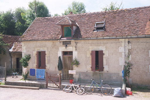 A typical lock house on the Canal du Nivernais